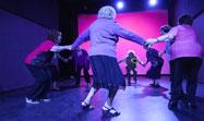 Un a�o bailando con nuestras yayas - Antic Teatre